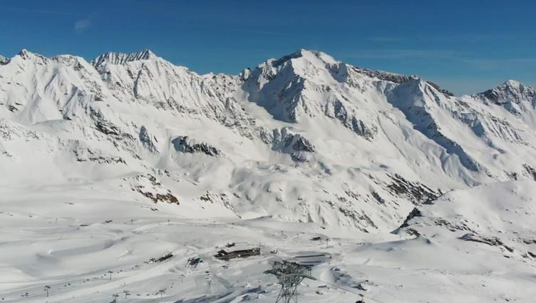 Bird's eye view of the Gamsgarten mountain station on the Stubai Glacier