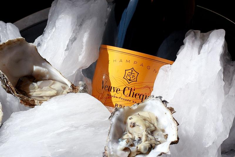 Oysters on glacier ice at the Schaufelspitz gourmet restaurant