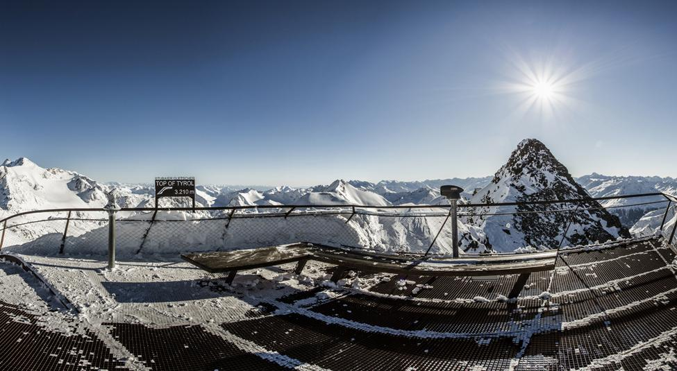 Platform at 3,210m with 360° panoramic view