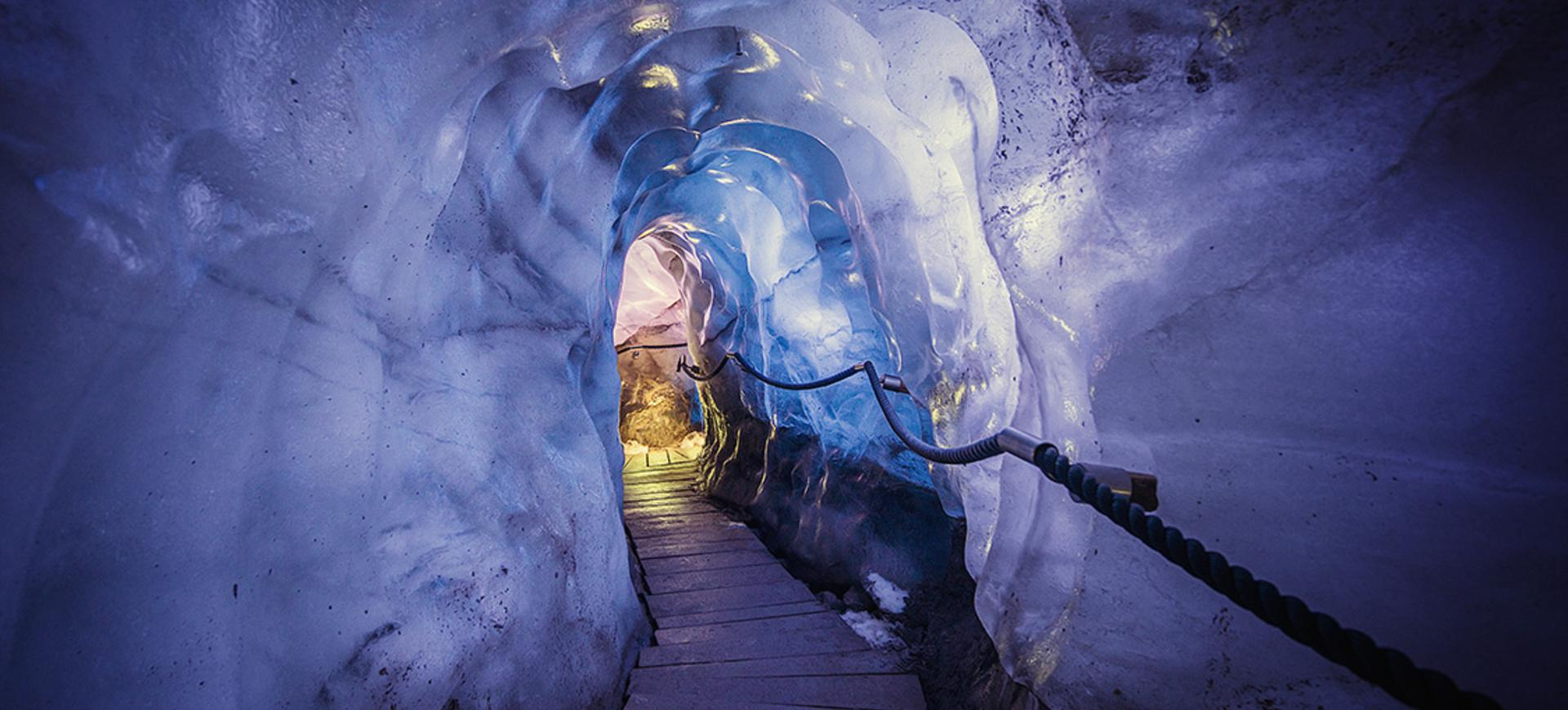 Experience the glacial ice first hand 30 metres below the piste. Only a short walk from the Eisgrat mountain station.