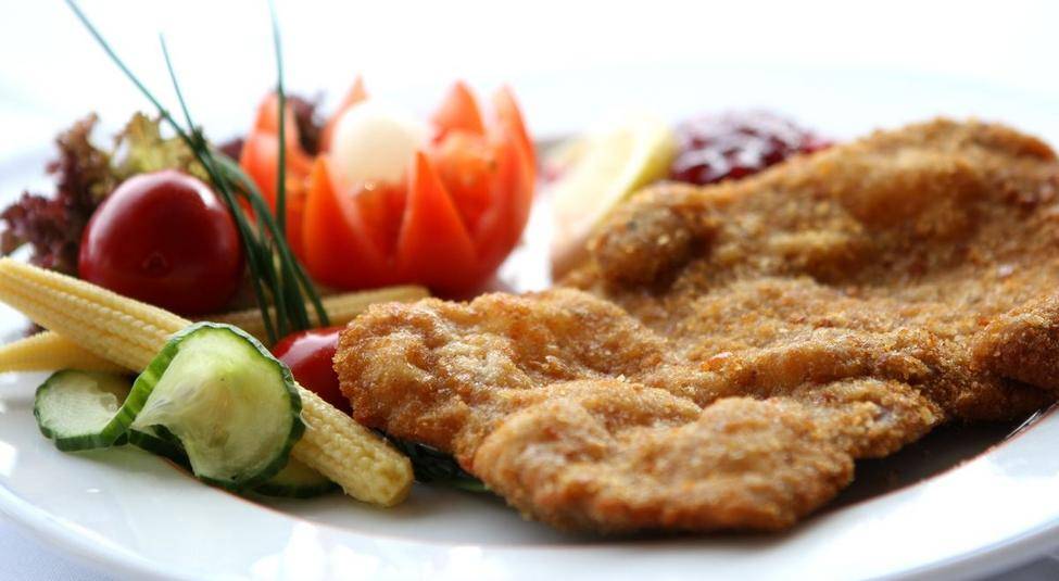 Viennese schnitzel at the Gamsgarten market restaurant